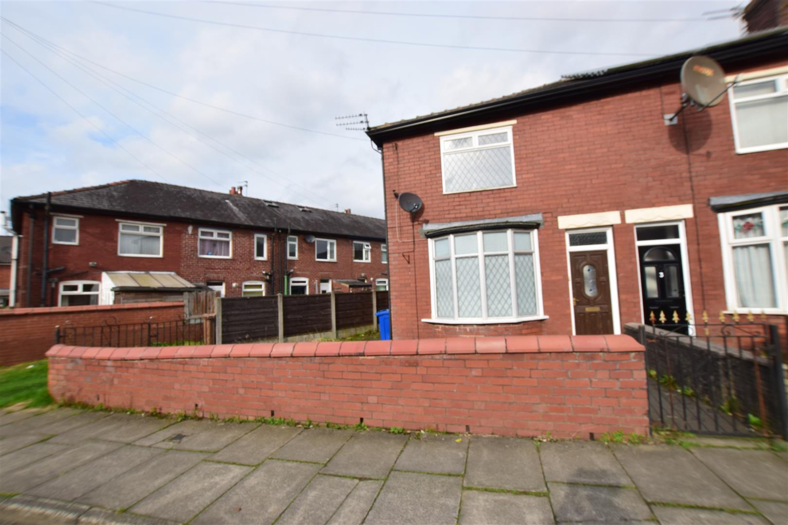 2 Bedrooms End Of Terrace House for sale in Cobden Street, Heywood